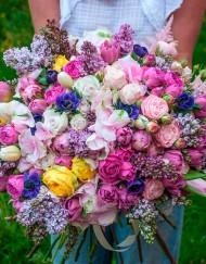 Букет из гортензии, пионовидной розы, пионов, сирени