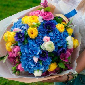 Букет из гортензии, пионовидной розы, тюльпанов