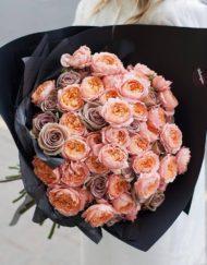 Букет из пионовидных роз Джульетта и садовых роз Амнезия