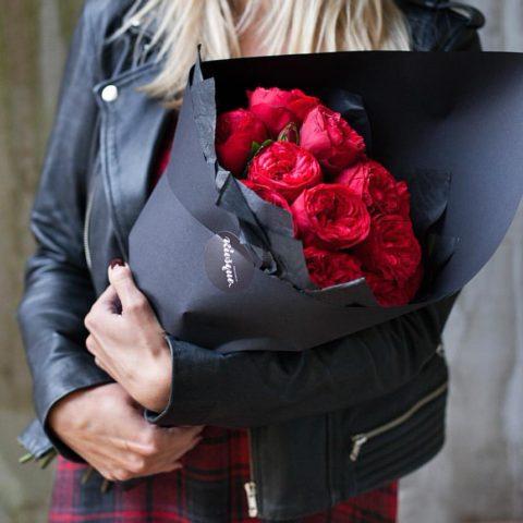 Монобукет из пионовидных роз Ред Пиано
