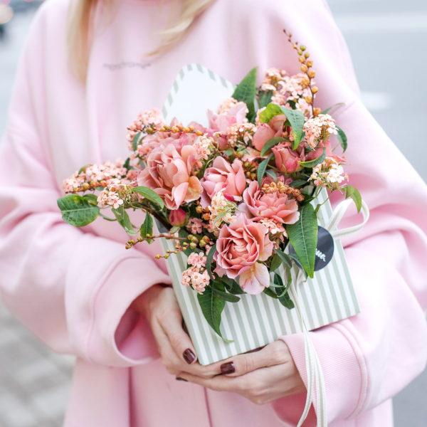 Цветочный конверт с садовыми японскими розами