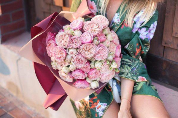 Монобукет из роз сортов Викторина Классик и Бланшетт